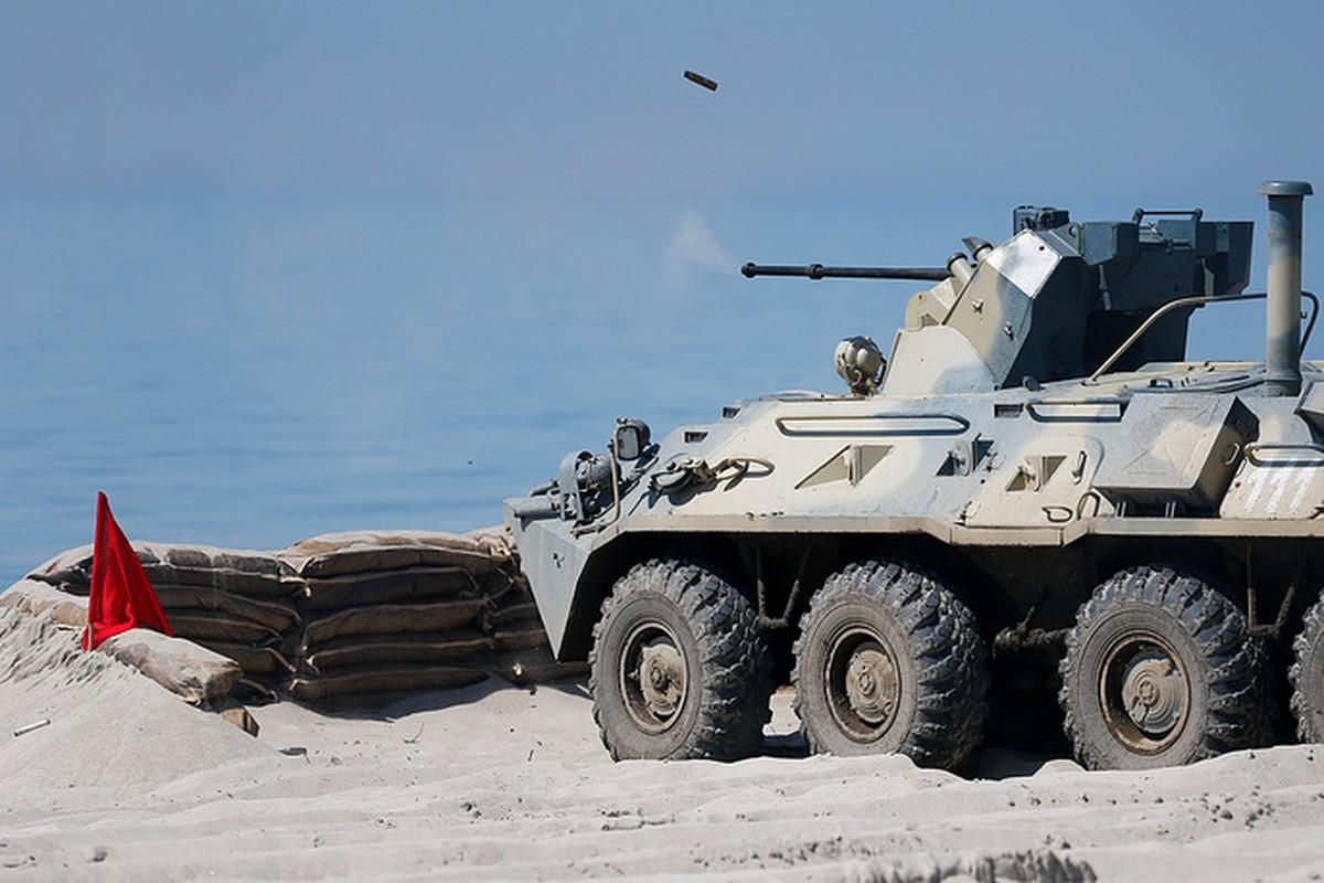 Muc kich linh Nga thi tho bang xe boc thep BTR-82A-Hinh-2