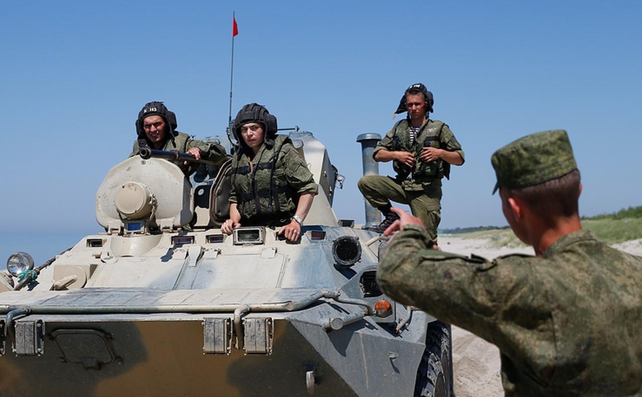 Muc kich linh Nga thi tho bang xe boc thep BTR-82A-Hinh-3