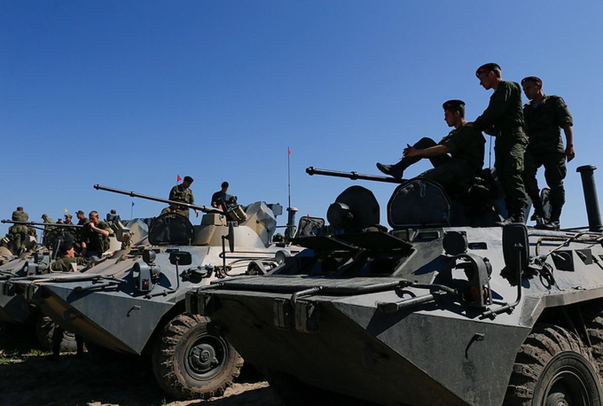 Muc kich linh Nga thi tho bang xe boc thep BTR-82A-Hinh-4