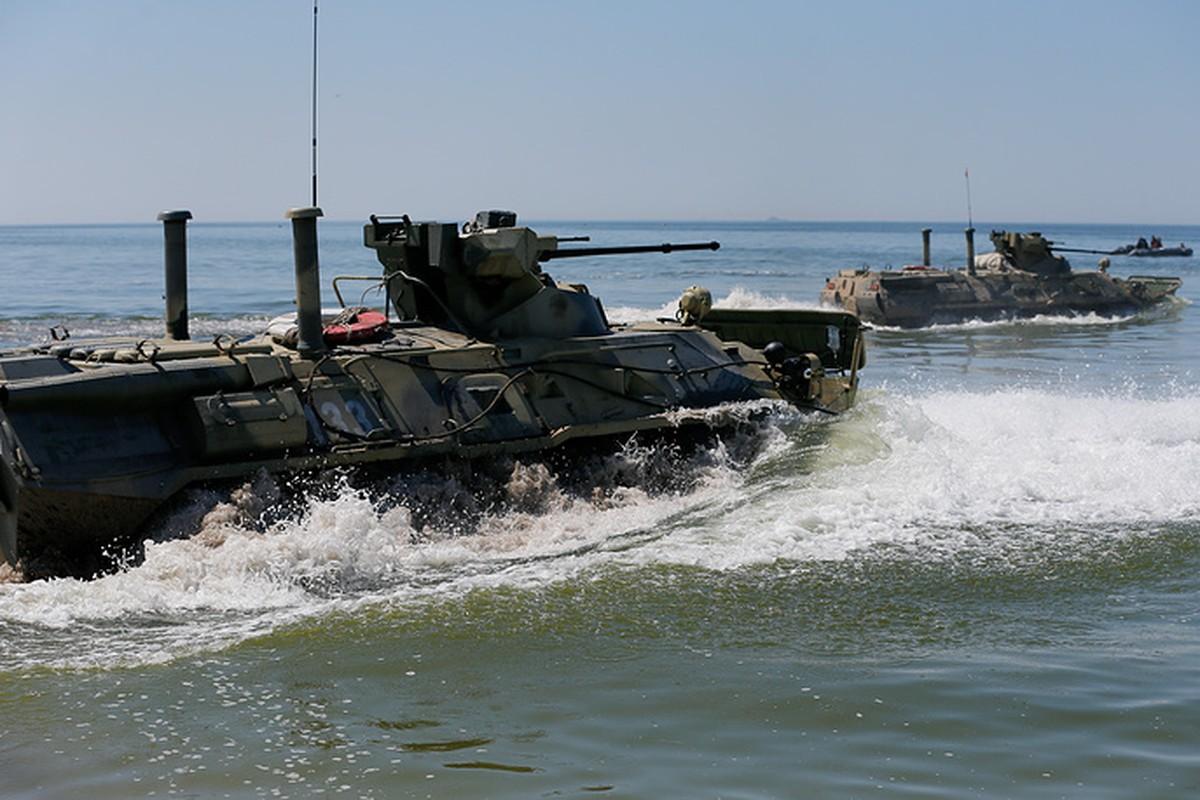 Muc kich linh Nga thi tho bang xe boc thep BTR-82A-Hinh-5