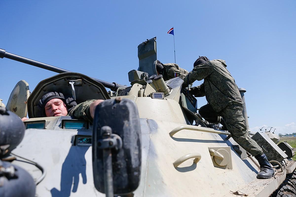 Muc kich linh Nga thi tho bang xe boc thep BTR-82A-Hinh-6