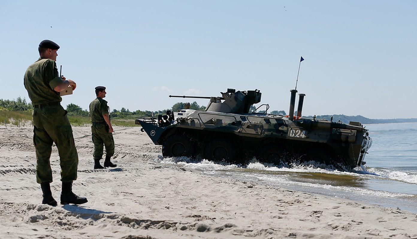 Muc kich linh Nga thi tho bang xe boc thep BTR-82A-Hinh-7