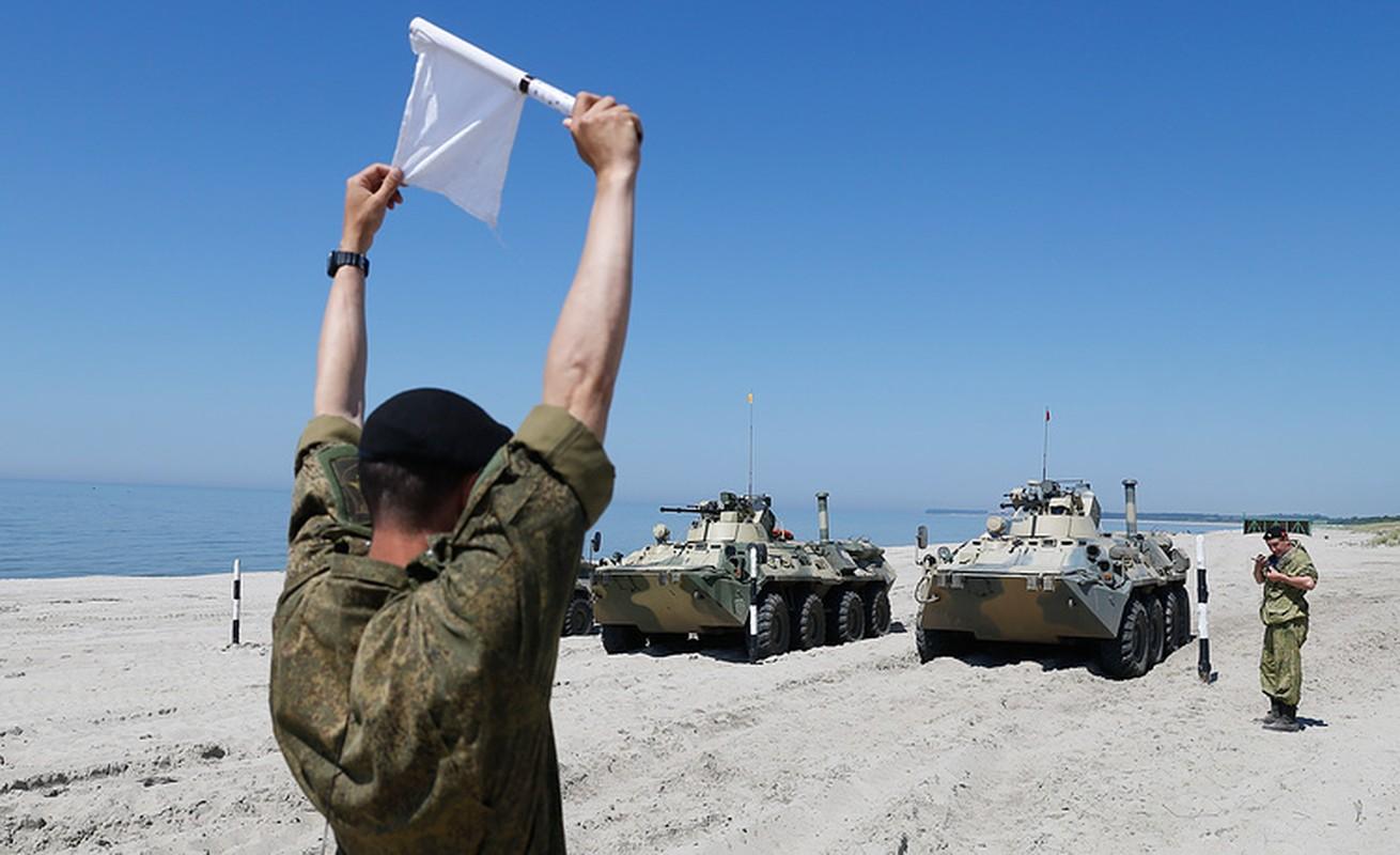 Muc kich linh Nga thi tho bang xe boc thep BTR-82A