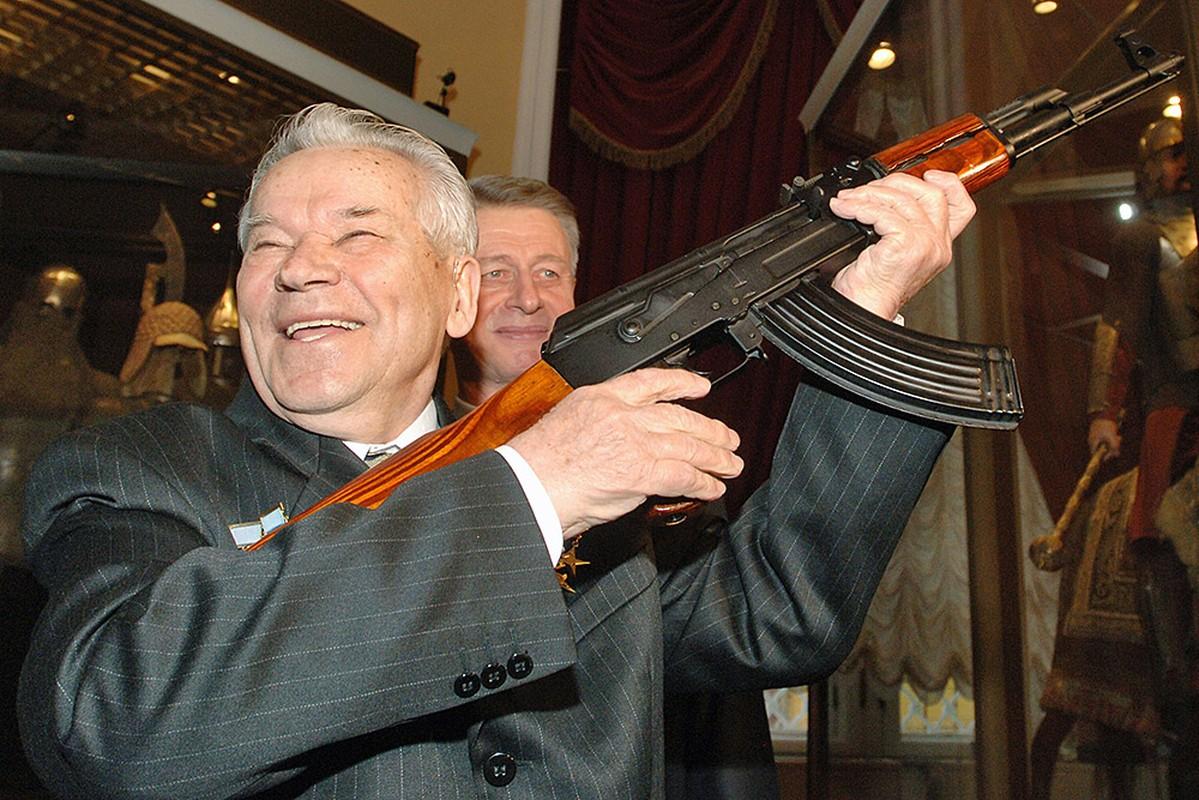 Cuoc gap go day duyen no giua cha de AK-47 va cha de M-16-Hinh-5