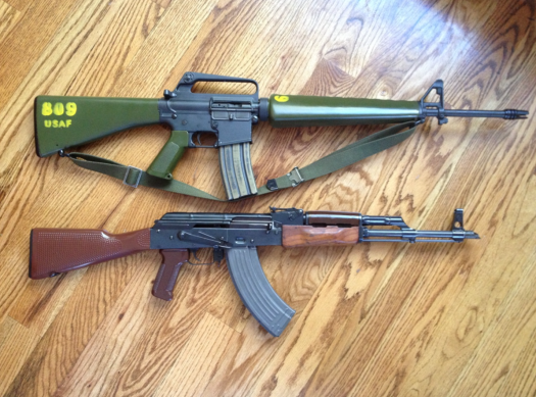 Cuoc gap go day duyen no giua cha de AK-47 va cha de M-16-Hinh-6