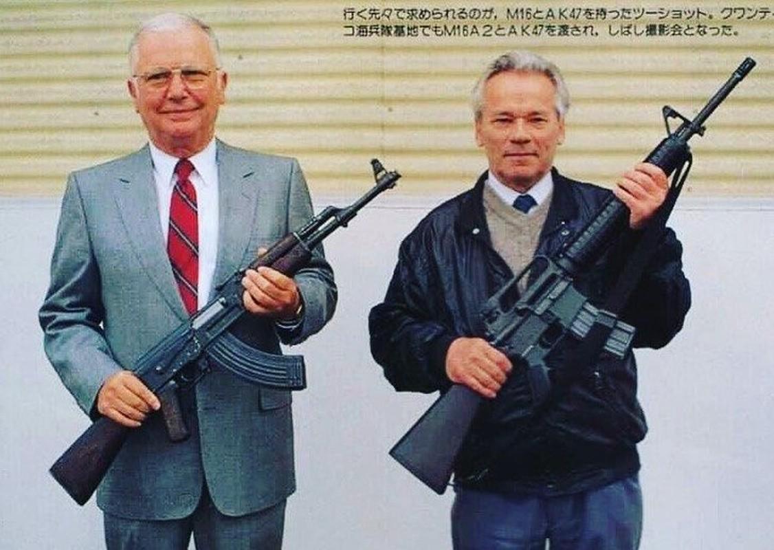 Cuoc gap go day duyen no giua cha de AK-47 va cha de M-16