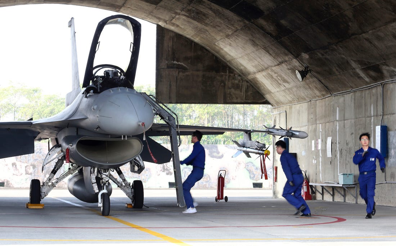 Dai Loan kich hoat Phi doi tiem kich F-16V dau tien, san sang nghenh chien-Hinh-14