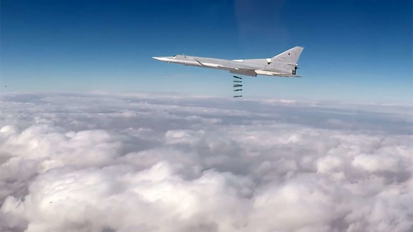 Tai sao Nga khong dung may bay nem bom chien luoc Tu-95 o Syria?-Hinh-15