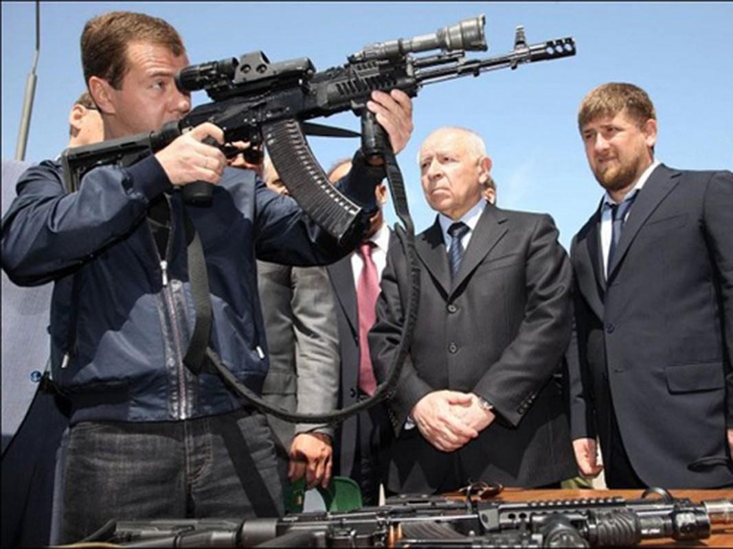 AK-12 va hanh trinh gian truan de co cho dung trong quan doi Nga