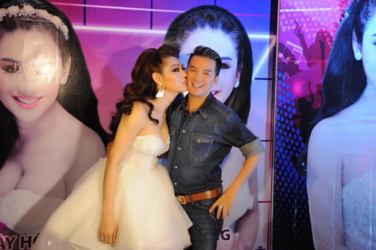 Lam Chi Khanh vui ve don sinh nhat sau lum xum-Hinh-6