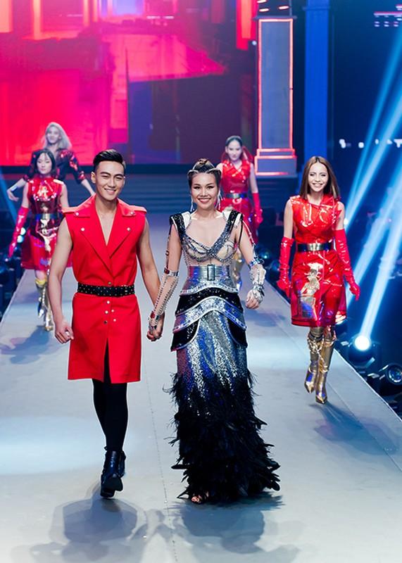 Tro cung cua Thanh Hang dang quang The Face bi nem da la ai?-Hinh-5