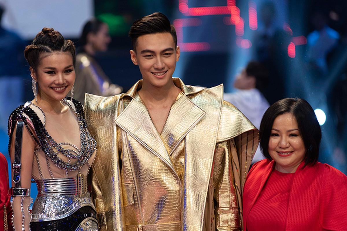 Tro cung cua Thanh Hang dang quang The Face bi nem da la ai?