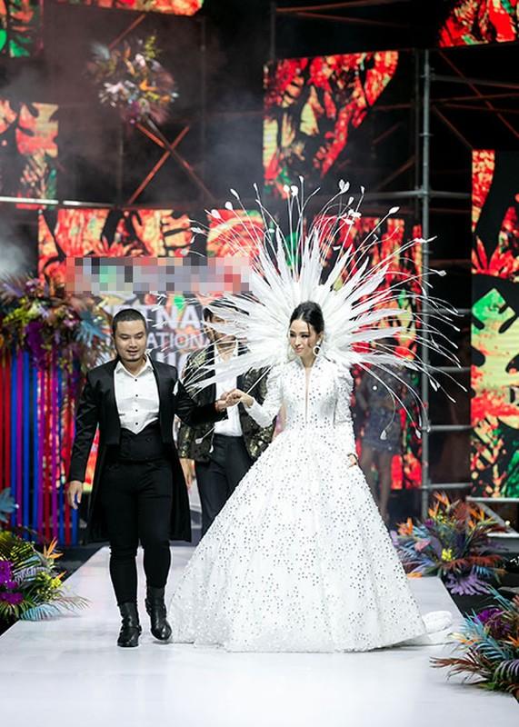 Truong Ho Phuong Nga phan ung ra sao truoc on ao catwalk?-Hinh-4