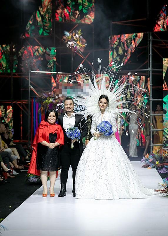 Truong Ho Phuong Nga phan ung ra sao truoc on ao catwalk?-Hinh-5