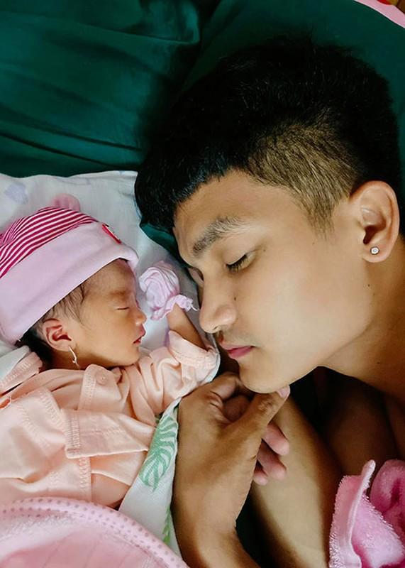 To am hanh phuc cua Mac Van Khoa ben vo hon tuoi-Hinh-8