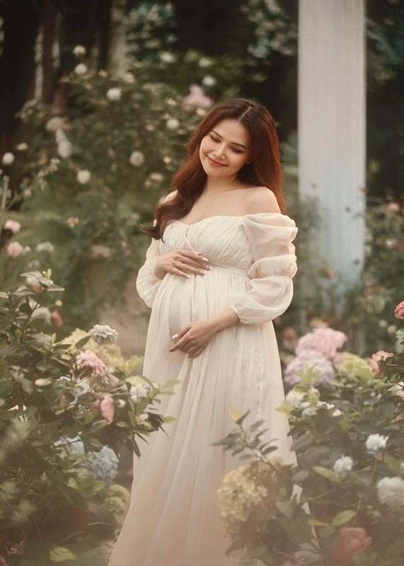Phanh Lee dep rang ro khi mang thai 6 thang