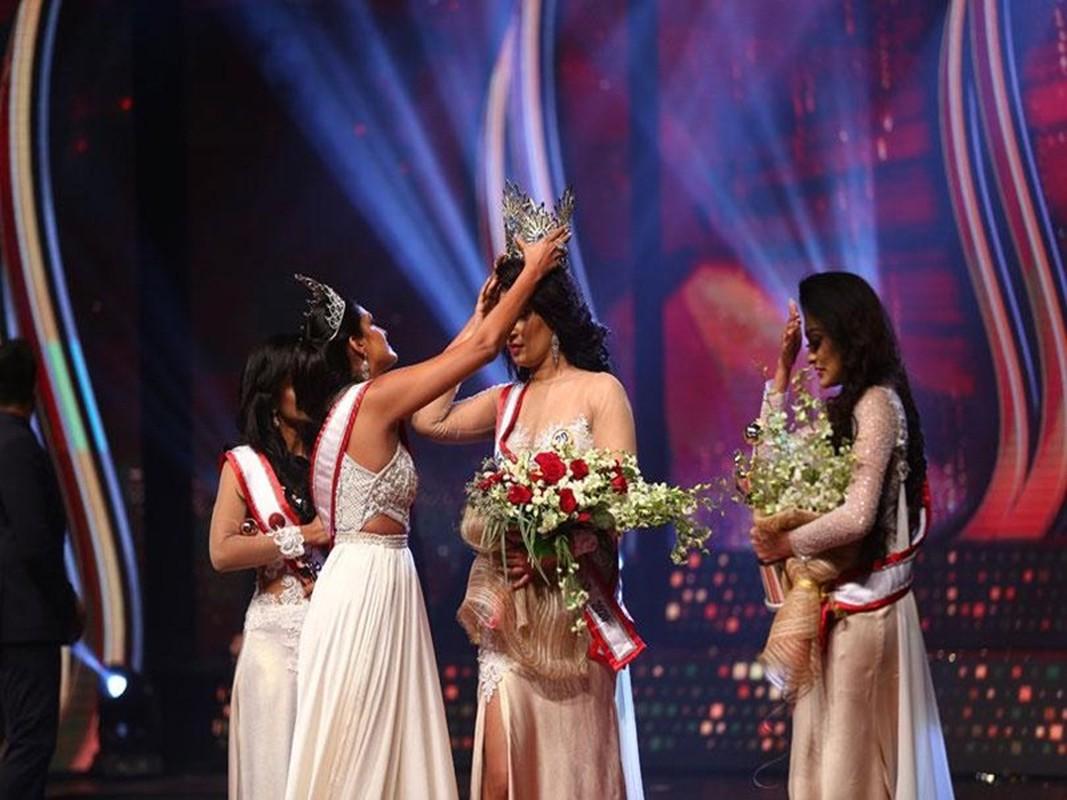 Bi giat vuong mien khi dang quang, Hoa hau Sri Lanka doa kien-Hinh-2