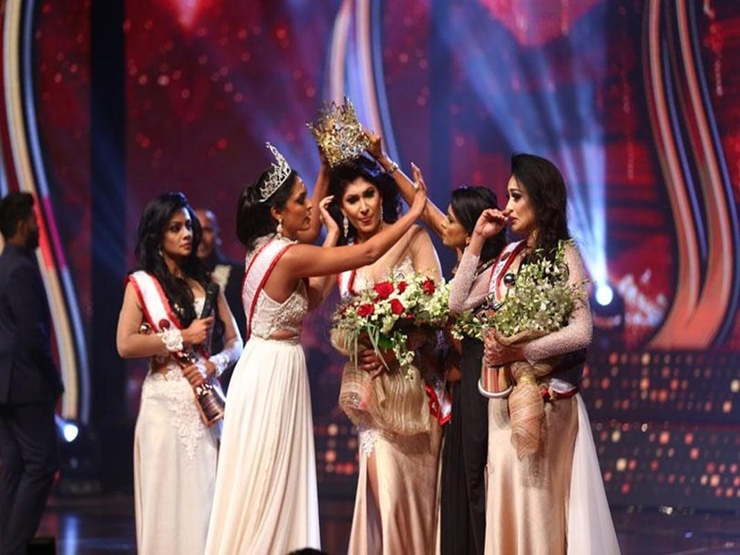 Bi giat vuong mien khi dang quang, Hoa hau Sri Lanka doa kien-Hinh-3