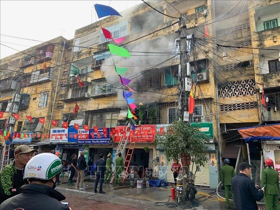 Tin nong ngay 1/2: Giang chuc Hieu truong Truong Tieu hoc Tran Van On-Hinh-5