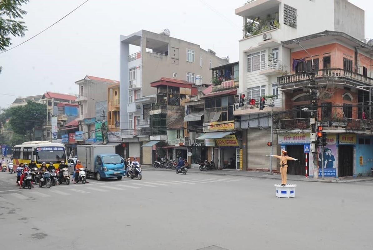 Nu CSGT Hai Duong xinh dep xuong duong, dan chap hanh nghiem-Hinh-10
