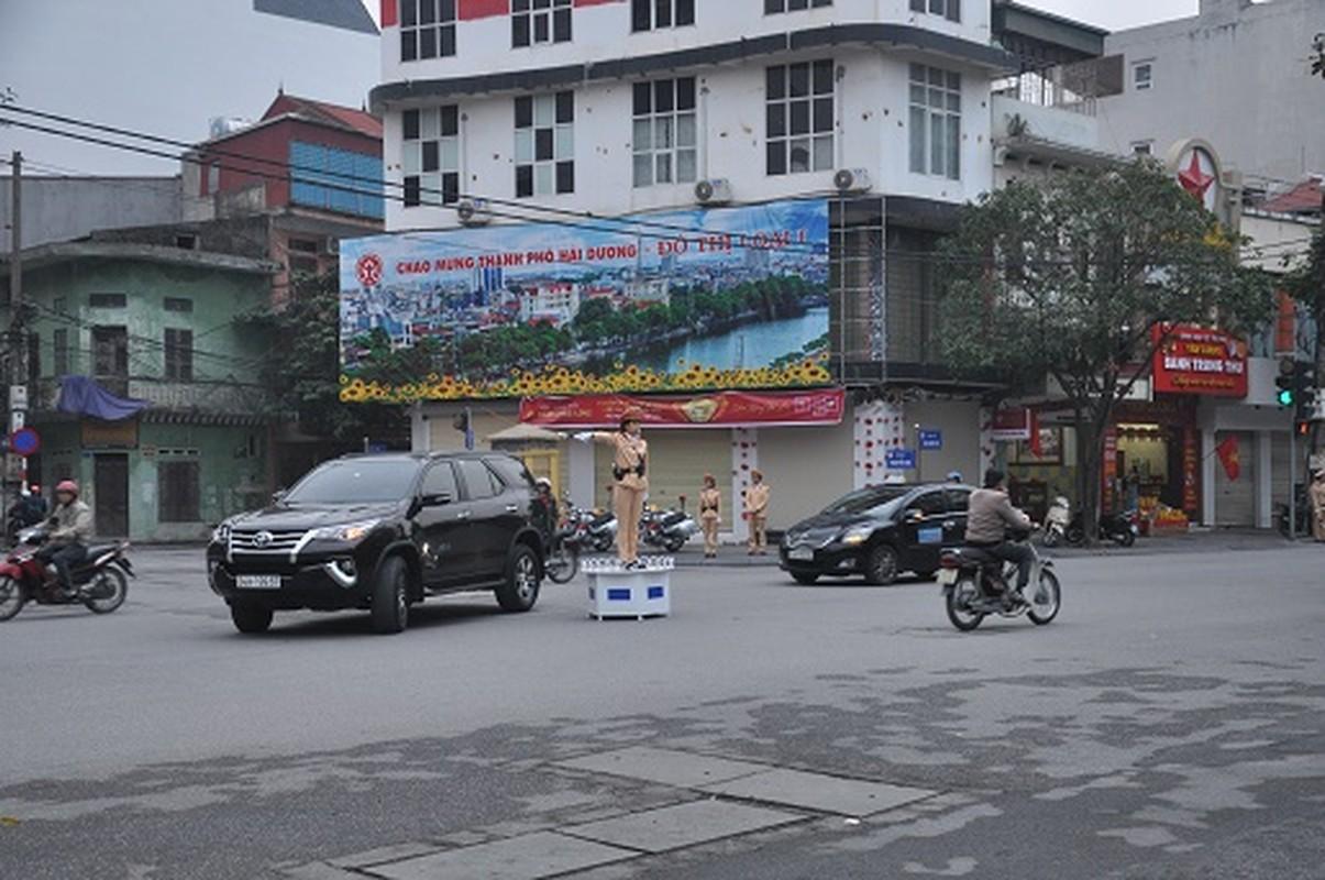 Nu CSGT Hai Duong xinh dep xuong duong, dan chap hanh nghiem-Hinh-13