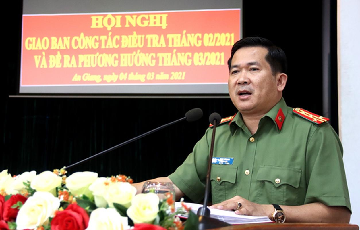 """Khoi to 3 bi can lua dao """"chay dieu chuyen"""" Giam doc Cong an An Giang"""