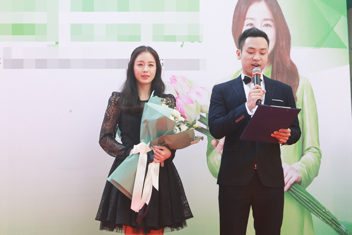Kim Tae Hee duoc dua don bang xe sang, fan vay kin o HN-Hinh-4