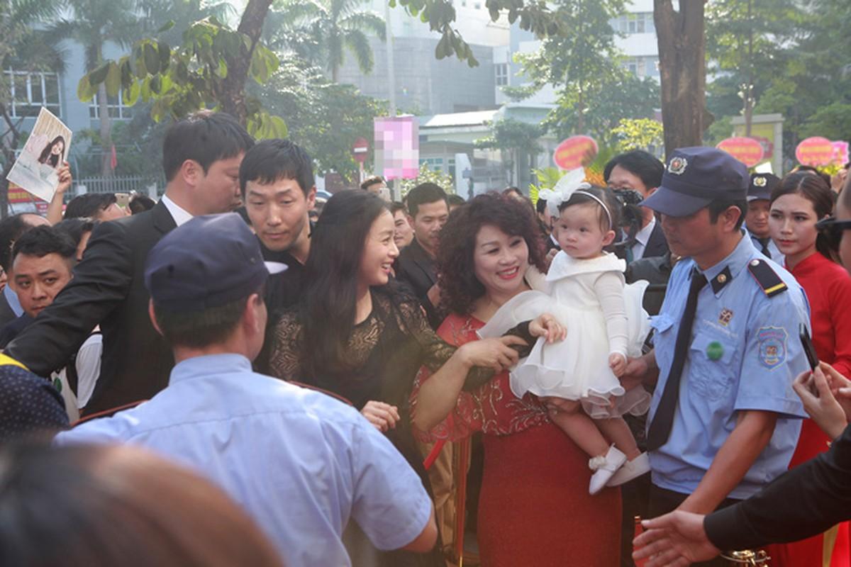 Kim Tae Hee duoc dua don bang xe sang, fan vay kin o HN-Hinh-7