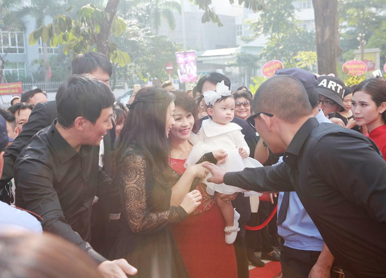 Kim Tae Hee duoc dua don bang xe sang, fan vay kin o HN-Hinh-8