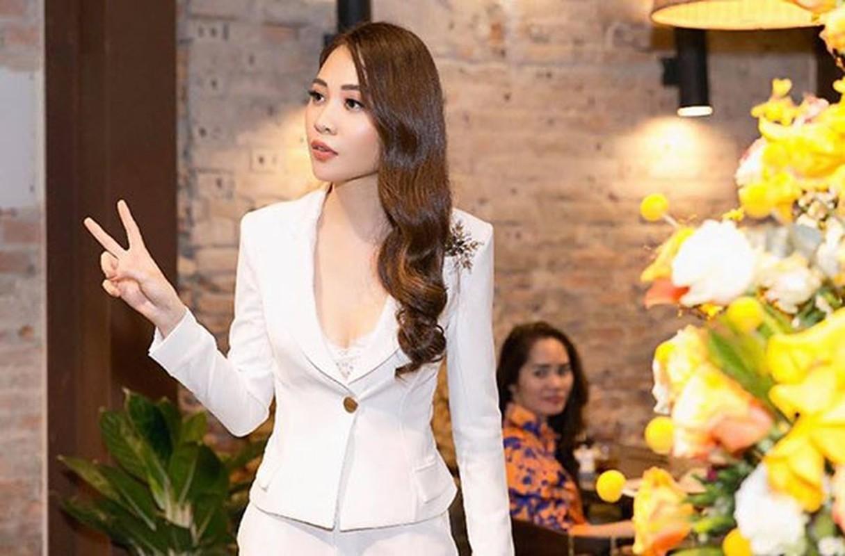 """Phong cach thoi trang """"len doi"""" cua Dam Thu Trang, ban gai Cuong Do La-Hinh-11"""
