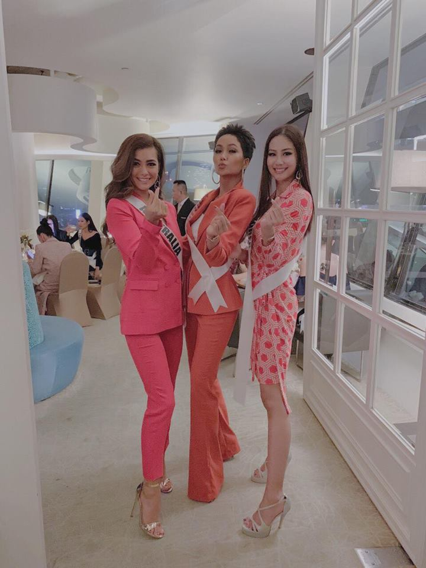 Nhung trang phuc gay an tuong cua Hoa hau H'Hen Nie tai Miss Universe 2018-Hinh-4