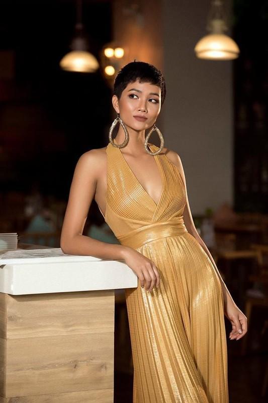 Nhung trang phuc gay an tuong cua Hoa hau H'Hen Nie tai Miss Universe 2018-Hinh-9