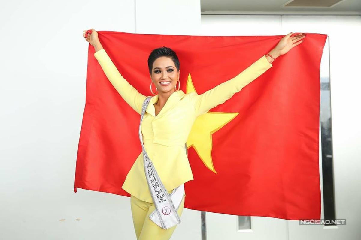 Nhung trang phuc gay an tuong cua Hoa hau H'Hen Nie tai Miss Universe 2018