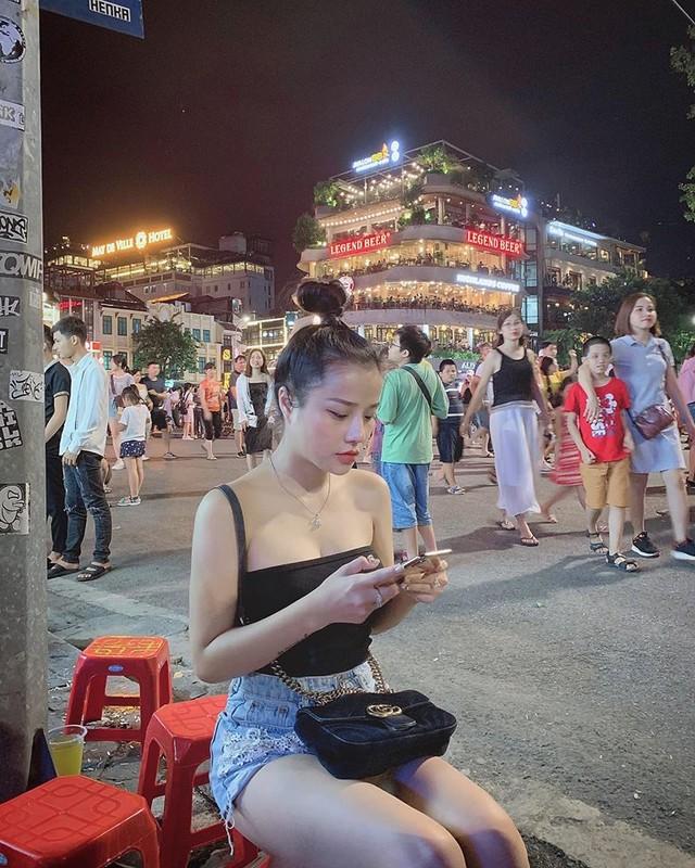 Khong ngo ban gai cu cua thu mon Van Lam an mac nong bong den vay-Hinh-4