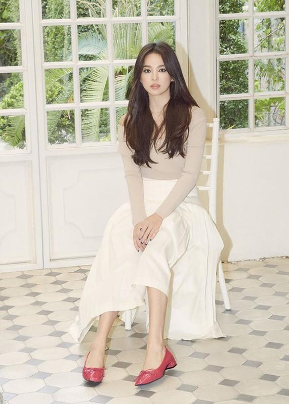 "Hau ly hon, Song Hye Kyo ""dot mat"" nguoi nhin boi phong cach thoi trang goi cam-Hinh-11"
