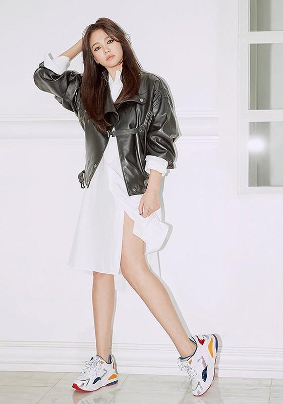 "Hau ly hon, Song Hye Kyo ""dot mat"" nguoi nhin boi phong cach thoi trang goi cam-Hinh-12"