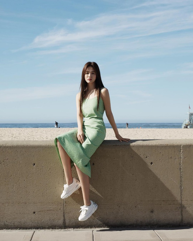 "Hau ly hon, Song Hye Kyo ""dot mat"" nguoi nhin boi phong cach thoi trang goi cam-Hinh-2"