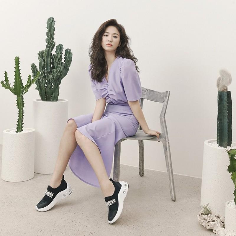 "Hau ly hon, Song Hye Kyo ""dot mat"" nguoi nhin boi phong cach thoi trang goi cam-Hinh-5"