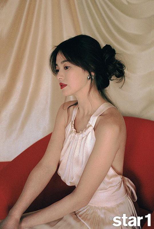 "Hau ly hon, Song Hye Kyo ""dot mat"" nguoi nhin boi phong cach thoi trang goi cam-Hinh-8"