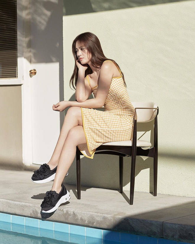"Hau ly hon, Song Hye Kyo ""dot mat"" nguoi nhin boi phong cach thoi trang goi cam"