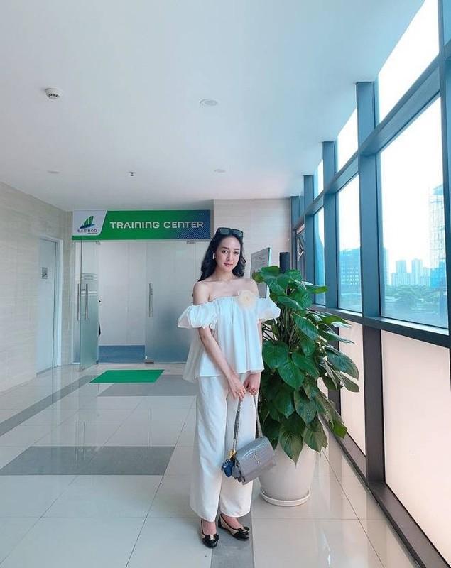 Nu tiep vien hang khong Bamboo an mac goi cam vo cung khi roi dong phuc bay-Hinh-9