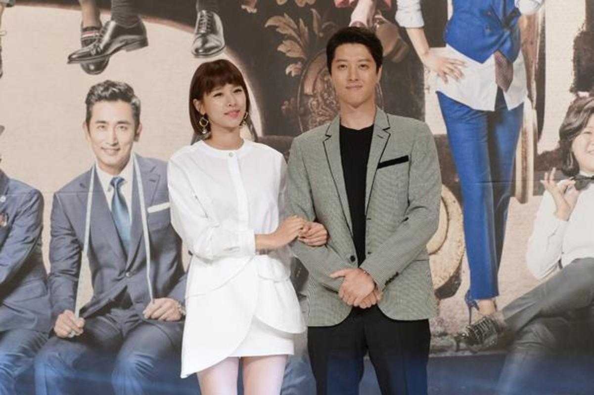Thoi trang an y cua vo chong Lee Dong Gun truoc khi ly hon-Hinh-4