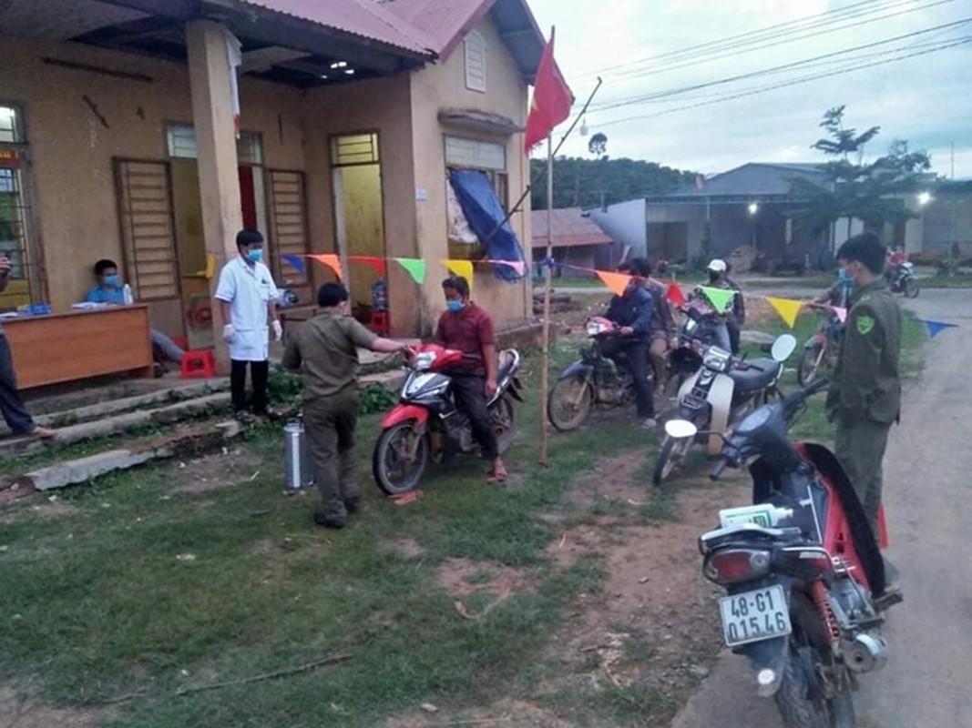 "Ben trong khu cach ly o ""o dich"" benh bach hau tai tinh Dak Nong-Hinh-2"