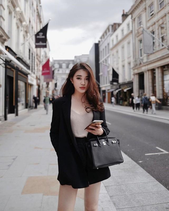 Phong cach thoi trang sanh dieu cua hot girl Lao tung hoc Ngoai thuong-Hinh-3