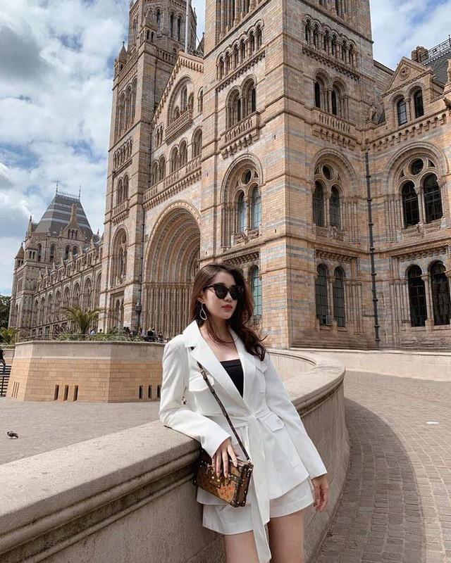 Phong cach thoi trang sanh dieu cua hot girl Lao tung hoc Ngoai thuong-Hinh-5