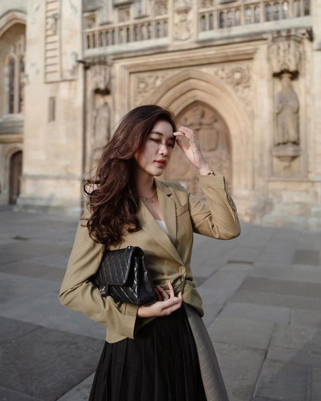 Phong cach thoi trang sanh dieu cua hot girl Lao tung hoc Ngoai thuong-Hinh-7