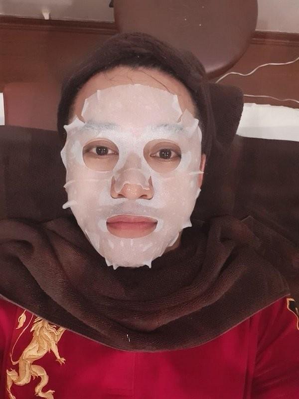 Bat ngo hinh anh ba xa Tuan Hung tan tinh cham soc da cho chong-Hinh-7