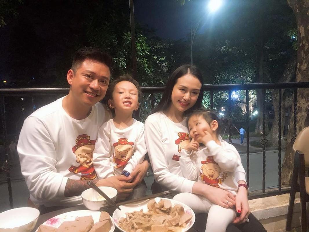 Bat ngo hinh anh ba xa Tuan Hung tan tinh cham soc da cho chong-Hinh-9