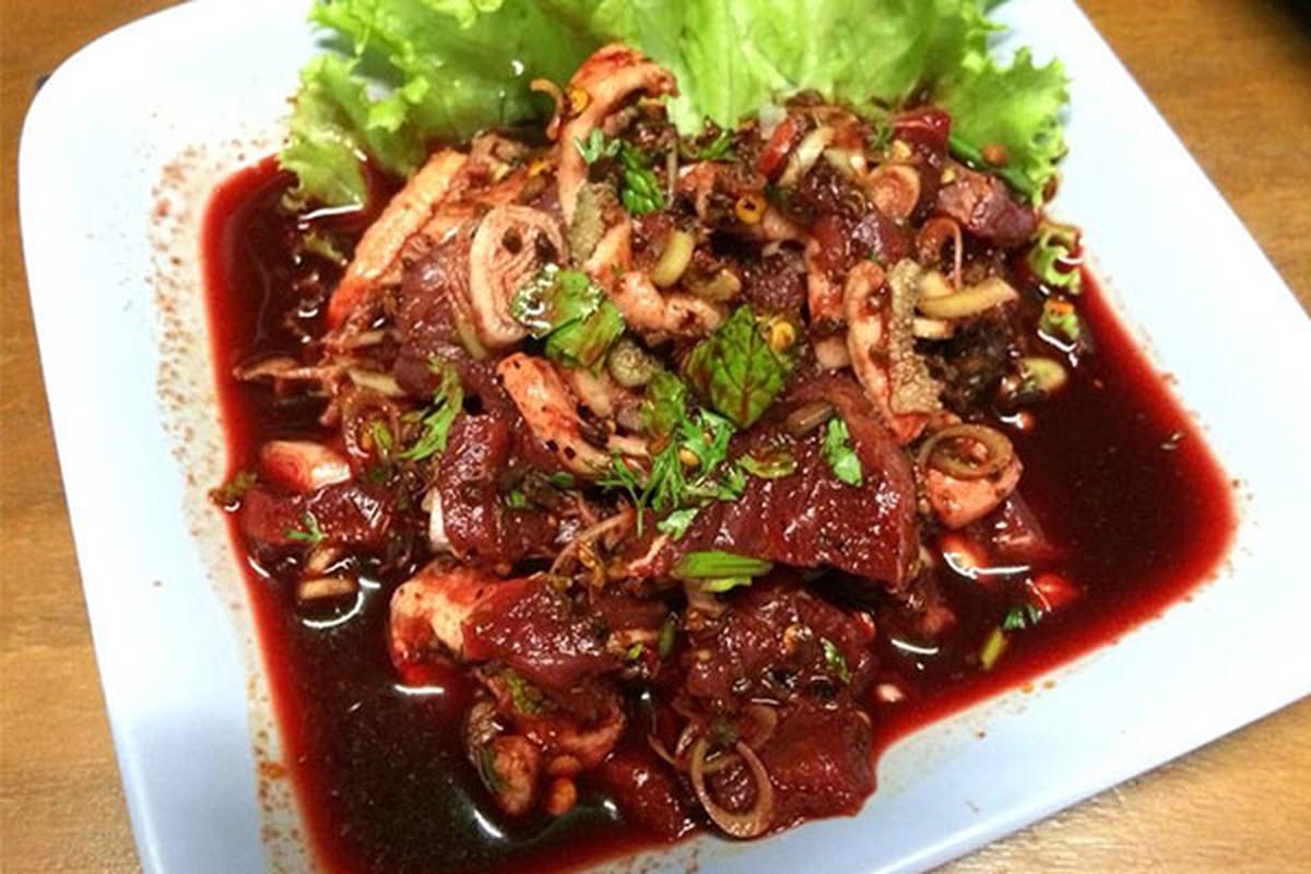 """""""Ron nguoi"""" mon thit bo song tron tiet canh cua nguoi Thai Lan-Hinh-5"""