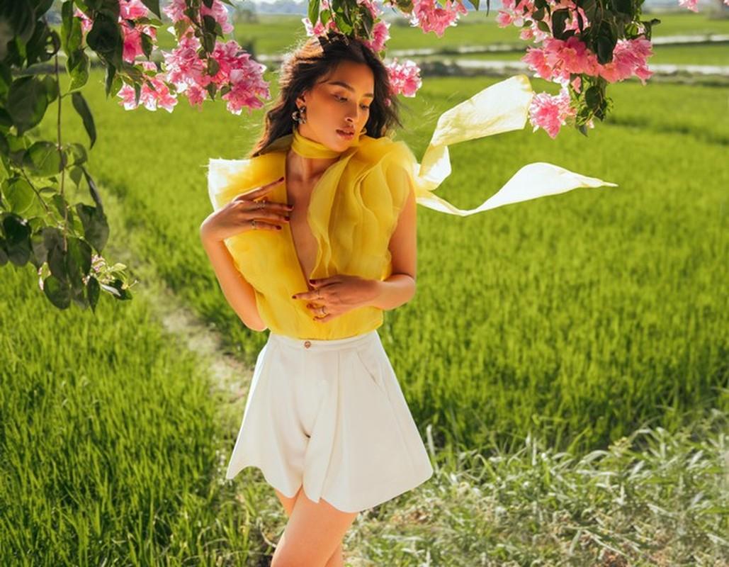 Hoa hau Tieu Vy an mac goi cam trong bo anh moi o que nha-Hinh-2